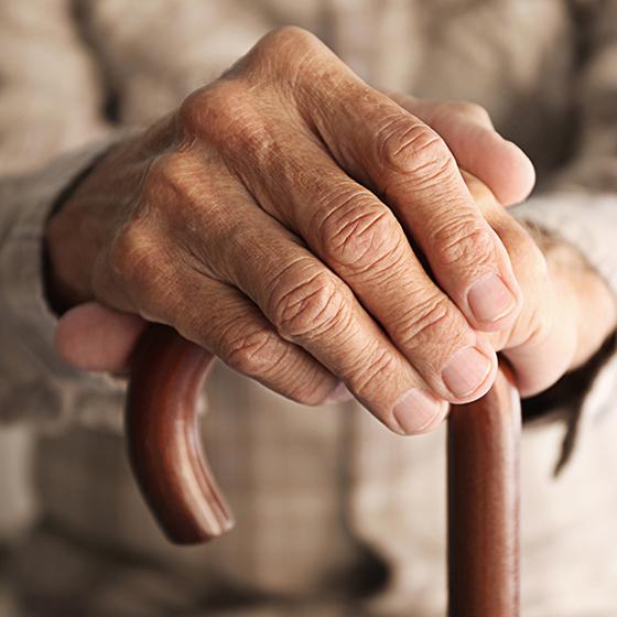 yaşlı insan eli